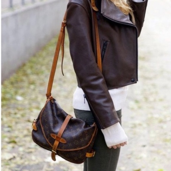 9eed9e60fbc4 Louis Vuitton Handbags - Authentic Louis Vuitton Saumur 30 Messenger